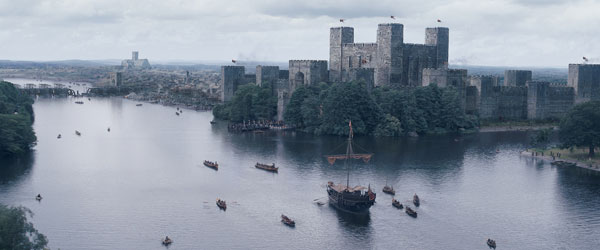 The lake was extended to become a river as a rendered CG element, in order to incorporate all the reflections of the new digital environment. The banks were populated with CG boats and CG crowds gathered to witness what they believe to be King Richard's return from the crusades